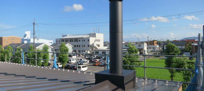 滋賀県高島市の新築住宅で薪ストーブ煙突先行工事