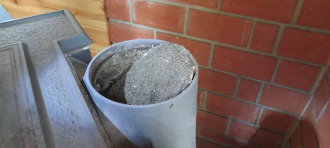 室内シングル煙突の交換と煙突掃除