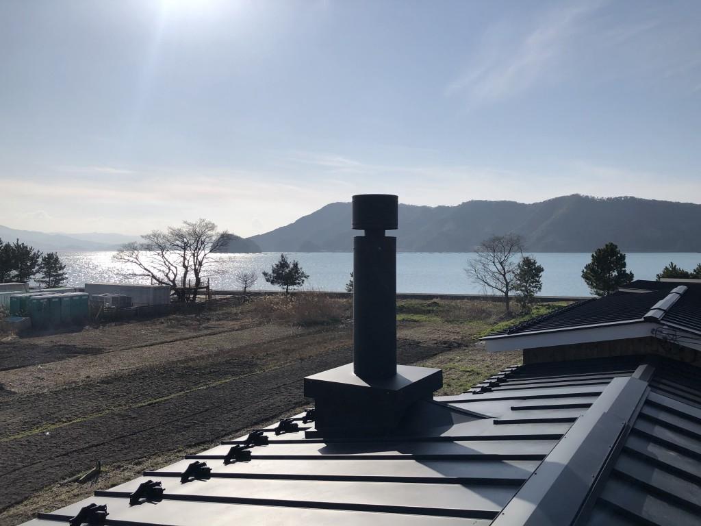 小浜湾と煙突