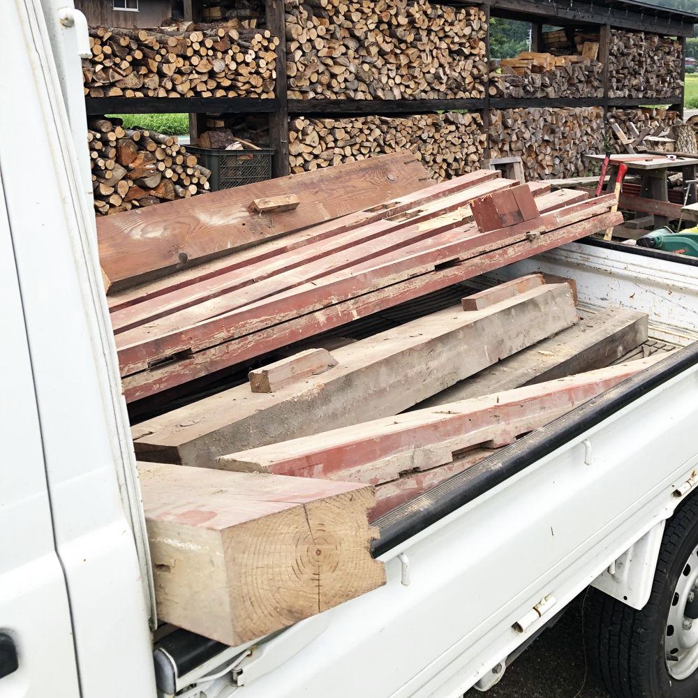 廃材を薪として利用する